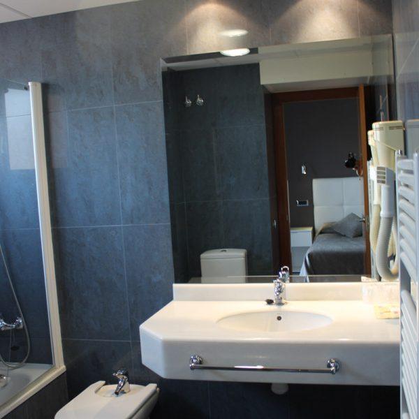 Habitación doble superior ducha hotel el salt