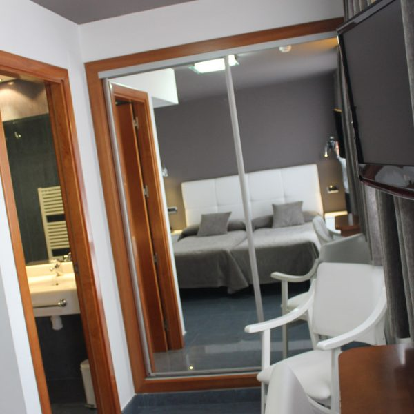 Habitación 2 camas espejo