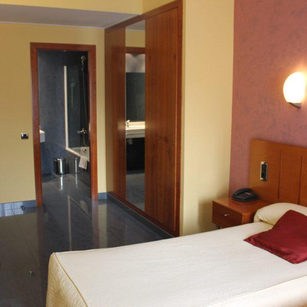 Habitación 2 camas vista completa
