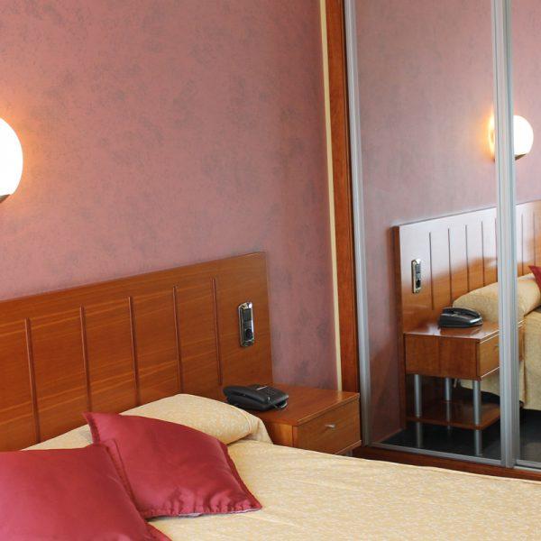 Habitación doble dormitorio hotel el salt