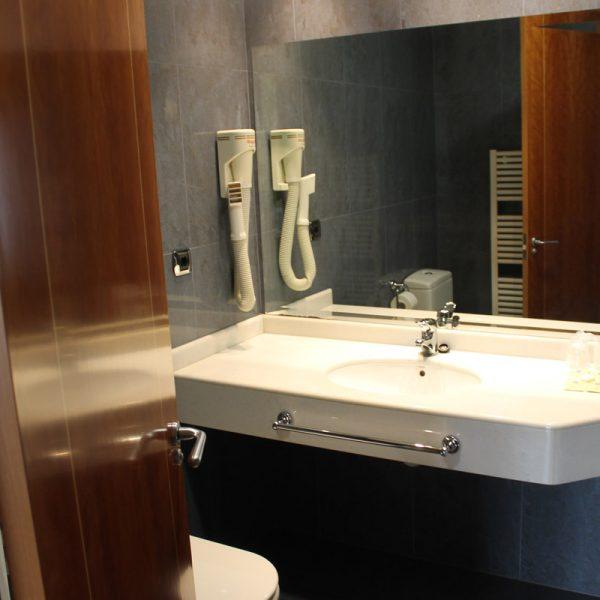 Habitación doble lavabo hotel el salt